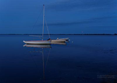 Boot und roter Mond