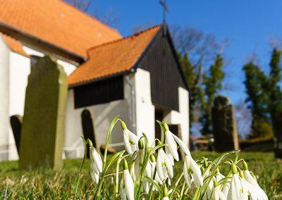 Frühling vor der Kirche II